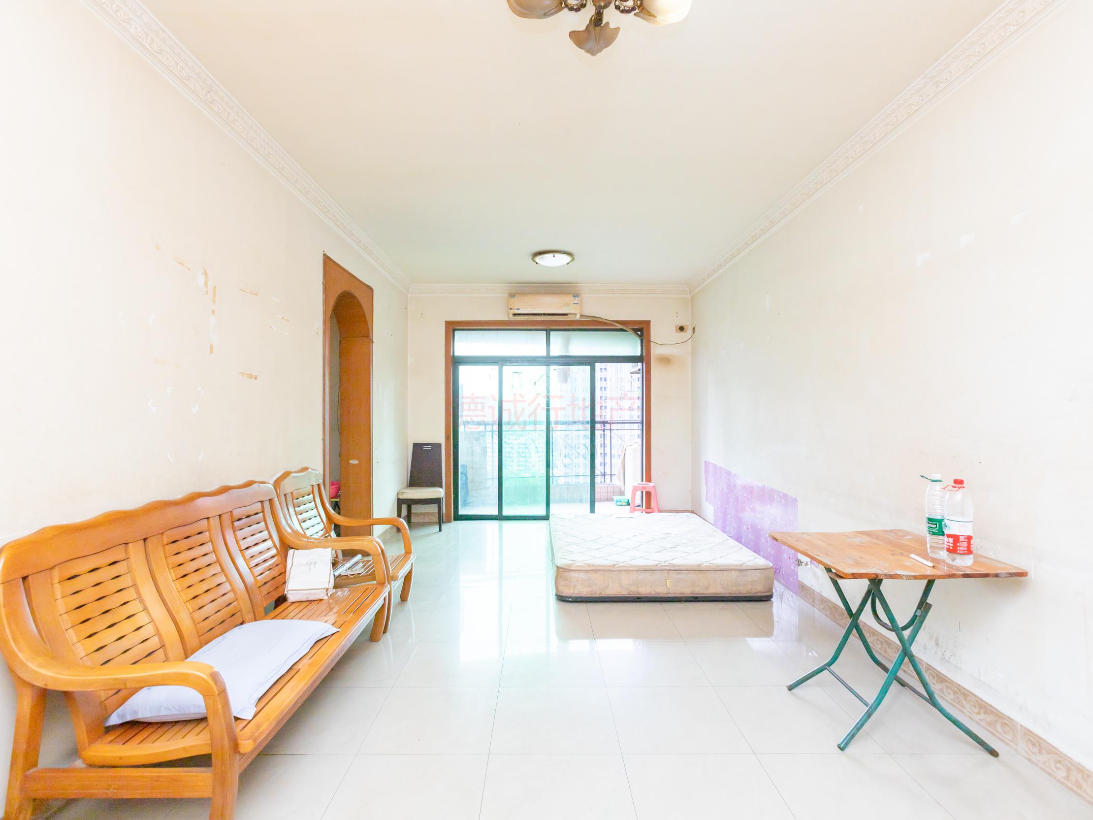 厅直出阳台 看房方便 小区环境好,生活便利 单价低