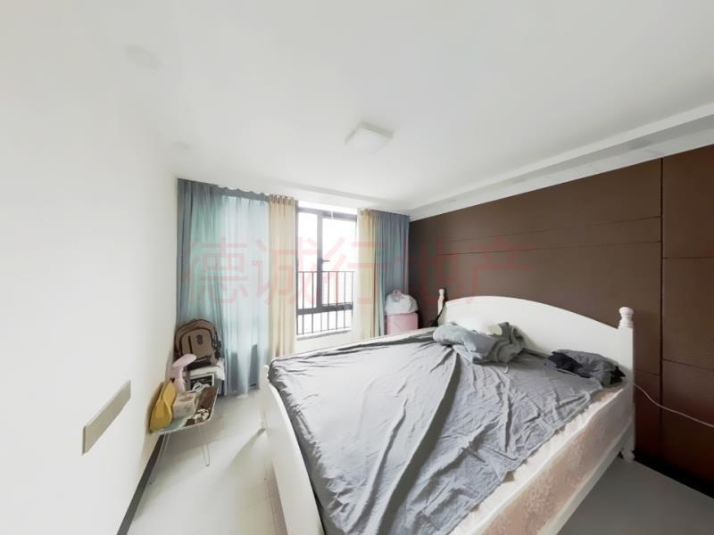 新城国际寓3室2厅2卫南朝向仅250万元